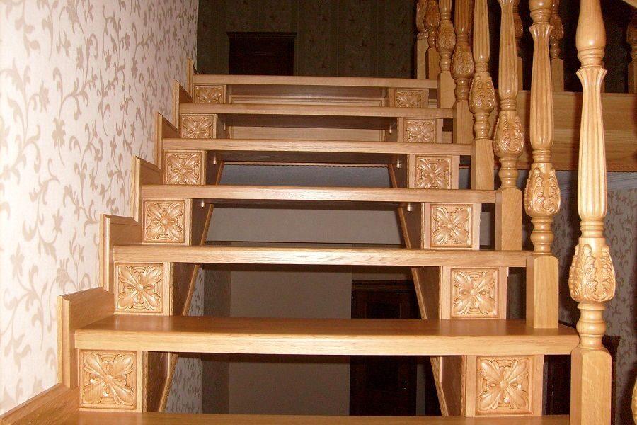 Резные столбы для лестниц из дуба, бука, ясеня